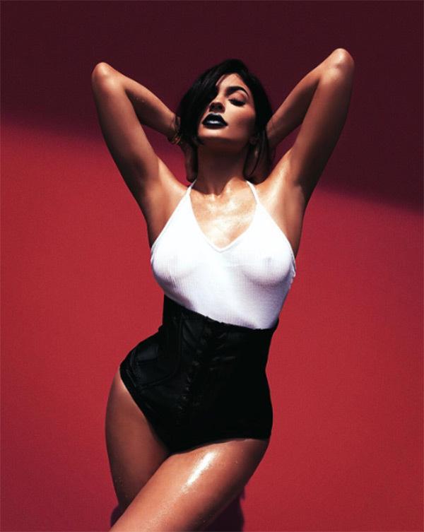 kylie-jenner-see-through-nipples-ftr.jpg